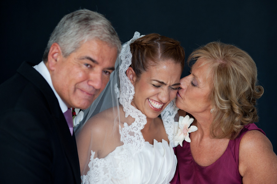 pamela-pepo-boda-en-la-parroquia-san-juan-bautista-y-el-hotel-hilton-airport-de-madrid-26
