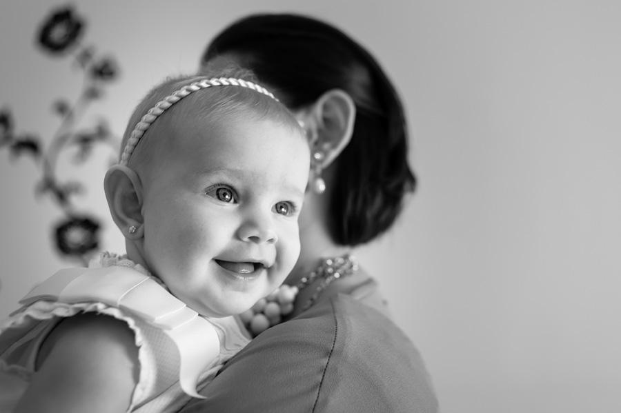 foto de bebe en los preparativos del bautizo en casa
