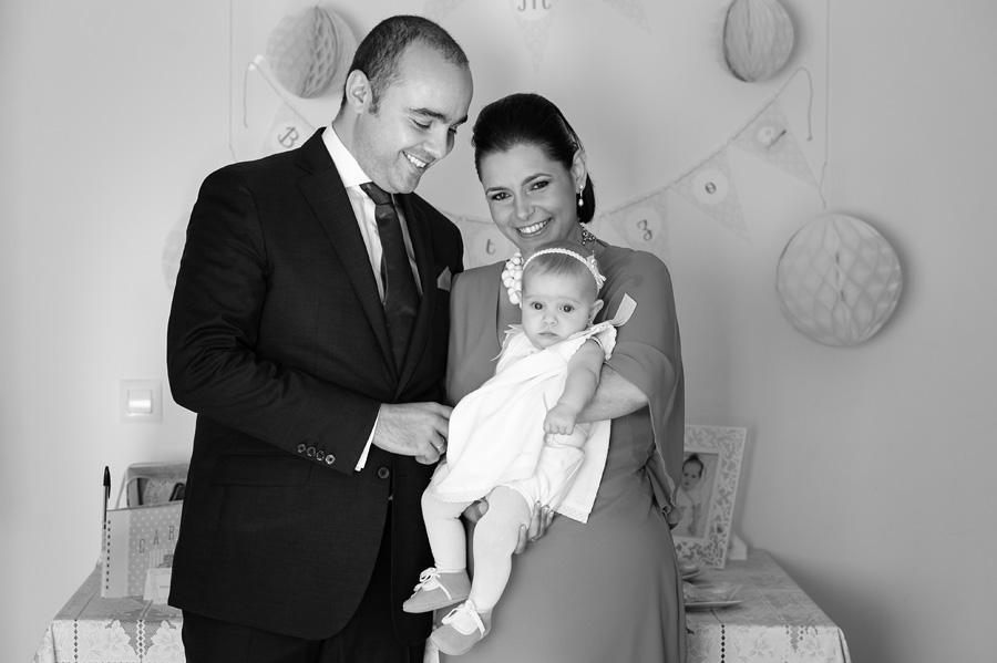 foto de familia en los preparativos del bautizo en casa