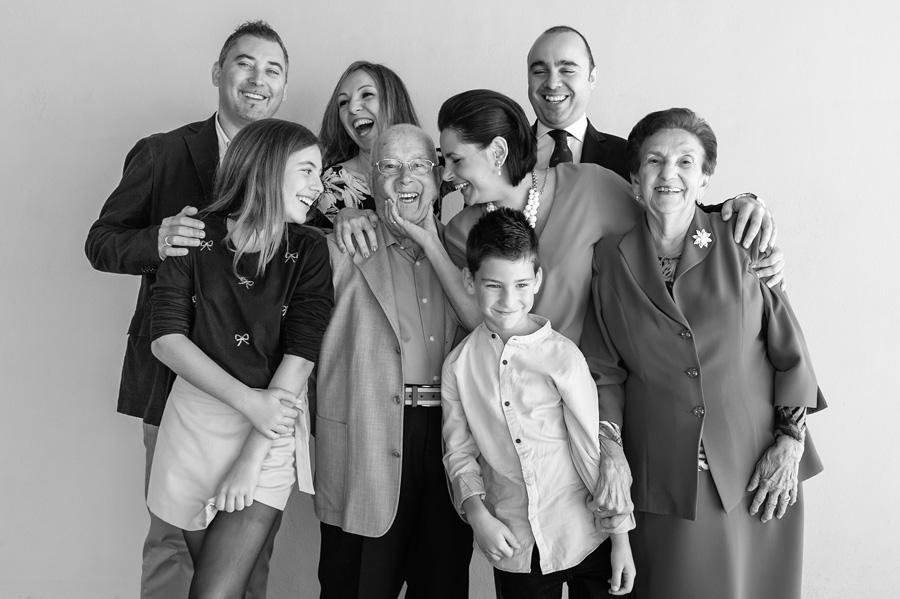 foto de familia durante un bautizo