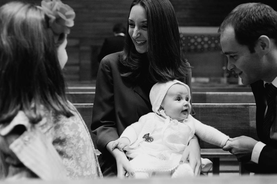bebe de bautizo con los padrinos en san pedro martir