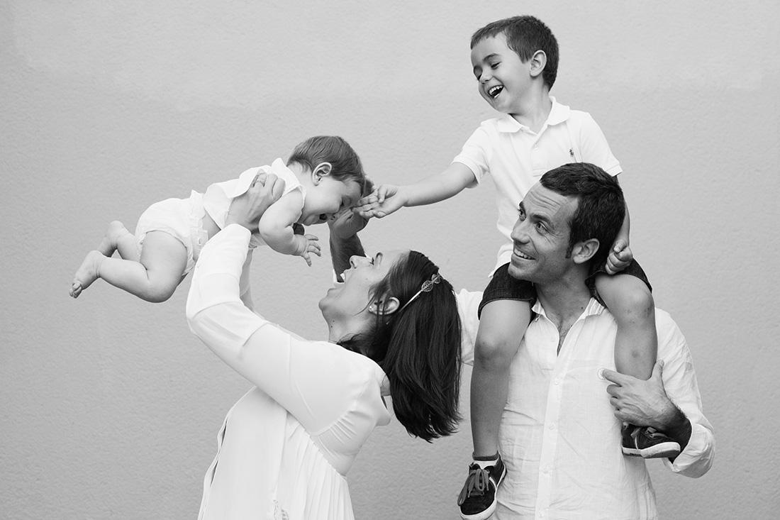 fotos de familia padres e hijos riendo en la quinta de los molinos