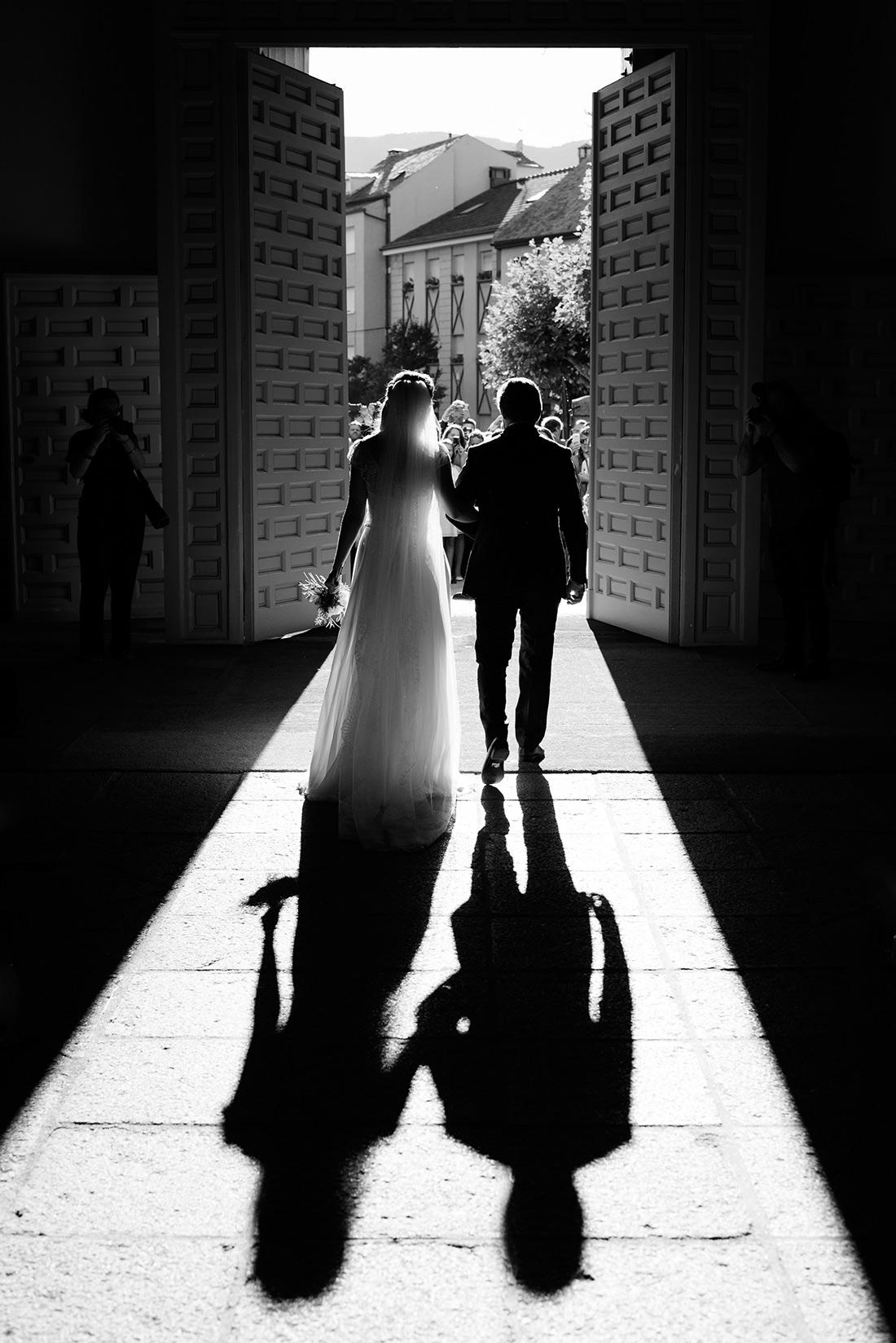 foto de boda en la parroquia de san bernabe en el escorial
