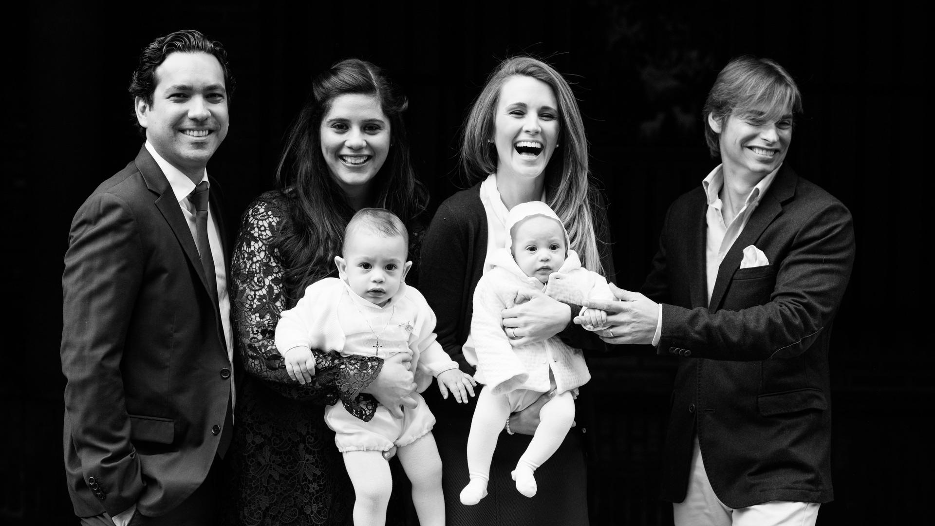 foto de bautizo con Carlos Baute y Astrid Klisans