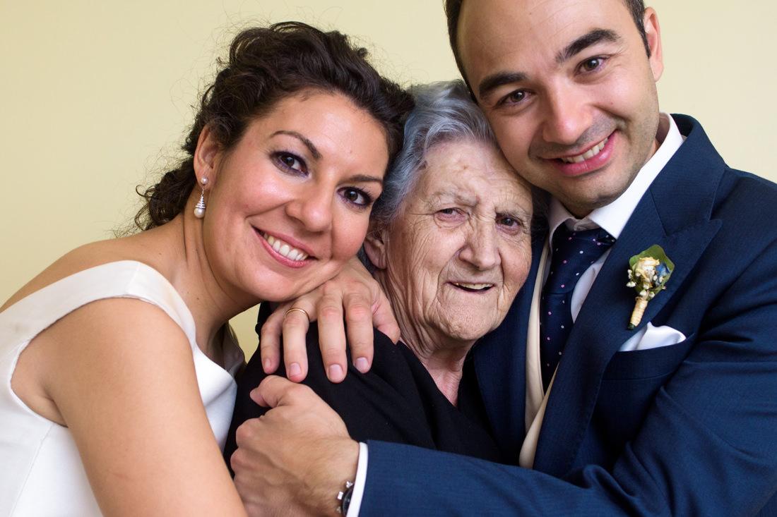 foto boda novios y abuela finca la matilla guadalajara