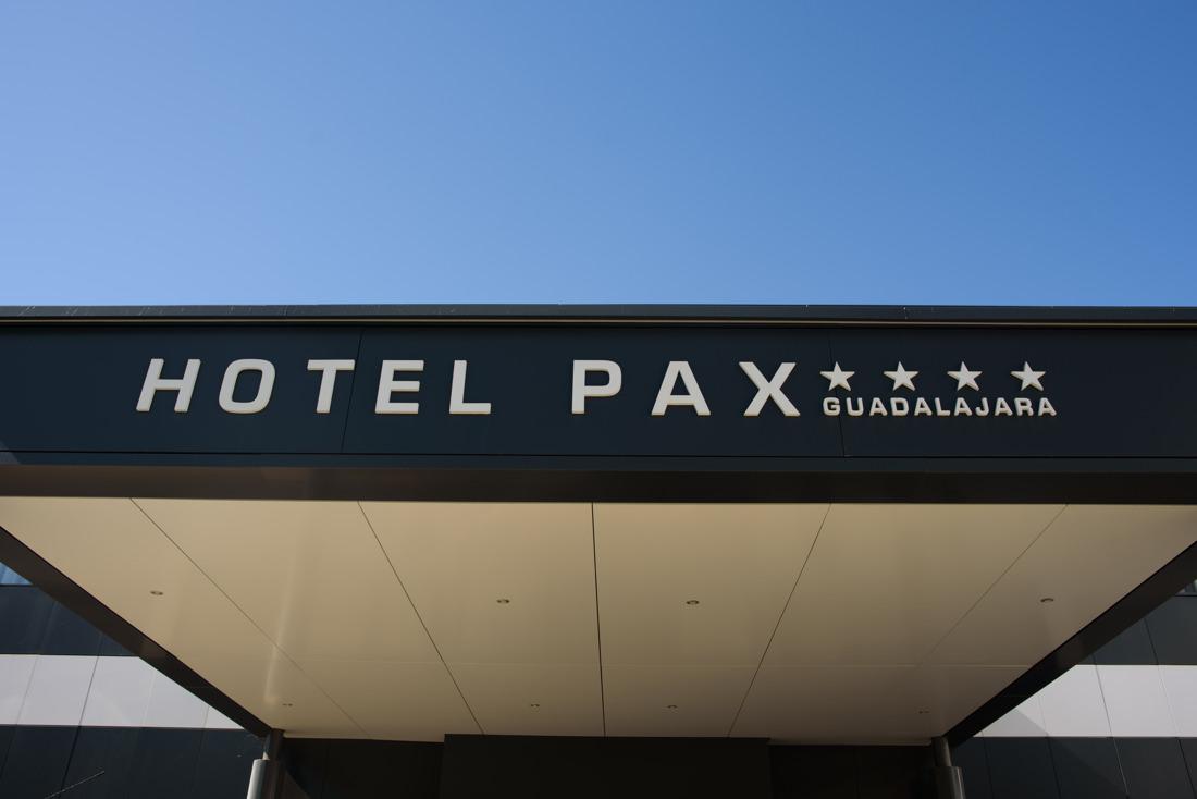 entrada del hotel pax guadalajara